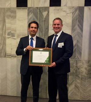 Hon Simon Bridges (NZ Minister of Energy and Resources) presents Peter Beggs (CEO Antarctica NZ) with Antarctica New Zealand's Energy-Mark Bronze Certificate